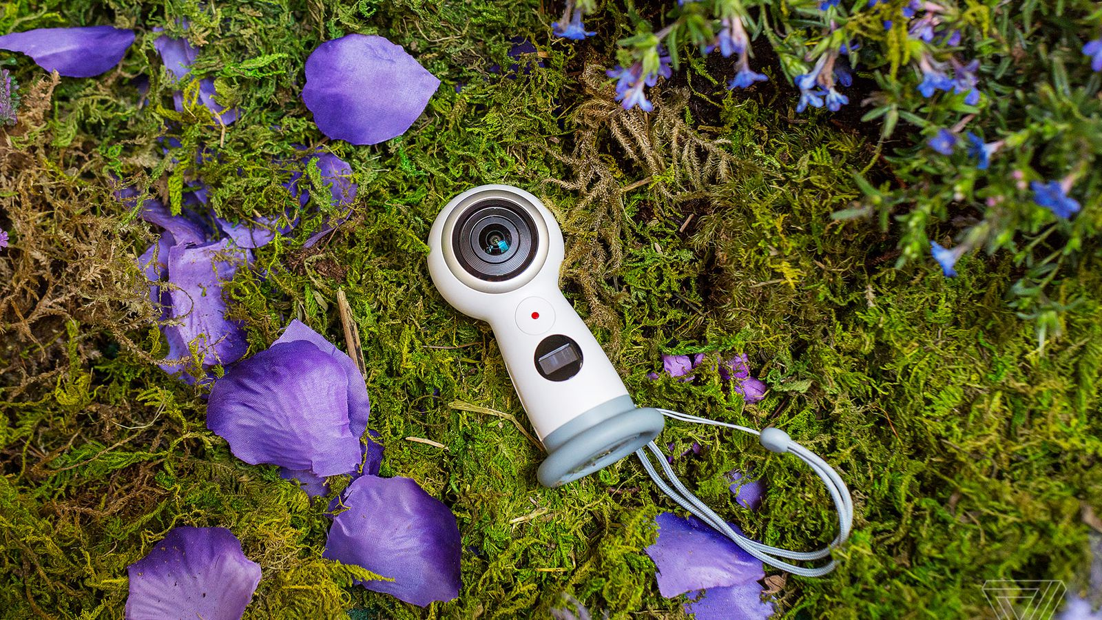 Samsung's new Gear 360 camera goes on sale May 25th and ...