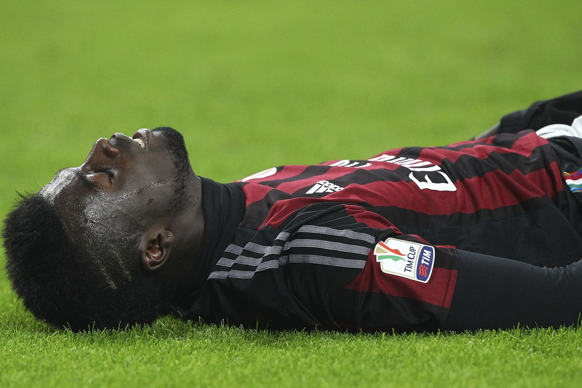 M'Baye Niang reacts to a missed goal-scoring opportunity against Carpi.