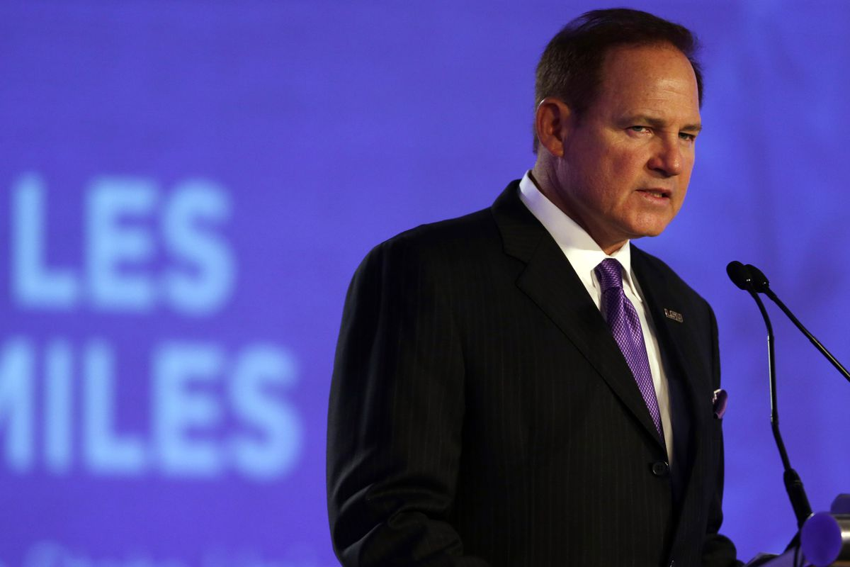 Les Miles Is The Favorite To Coach Notre Dame Football In ...