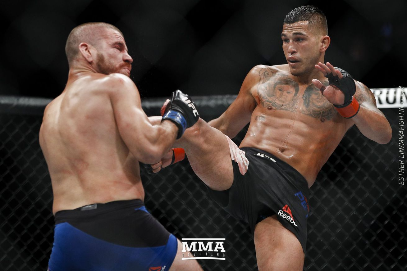 community news, Despite broken hand, Anthony Pettis says he 'felt at home again' at UFC 213