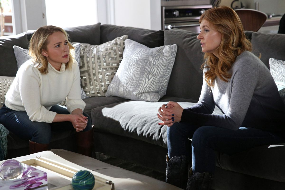Hayden Panettiere as Juliette Barnes and Connie Britton as Rayna Jaymes on Nashville.