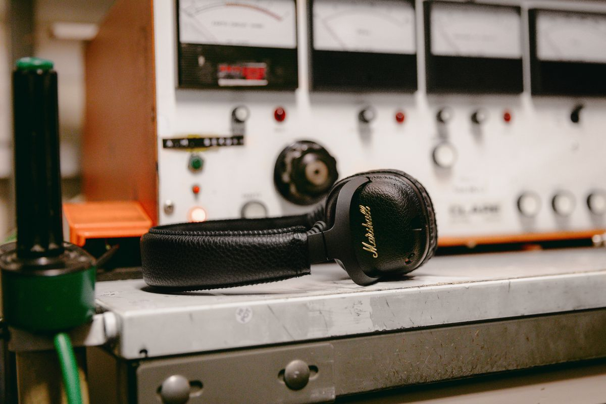 Marshall adds noise canceling to its Bluetooth headphones