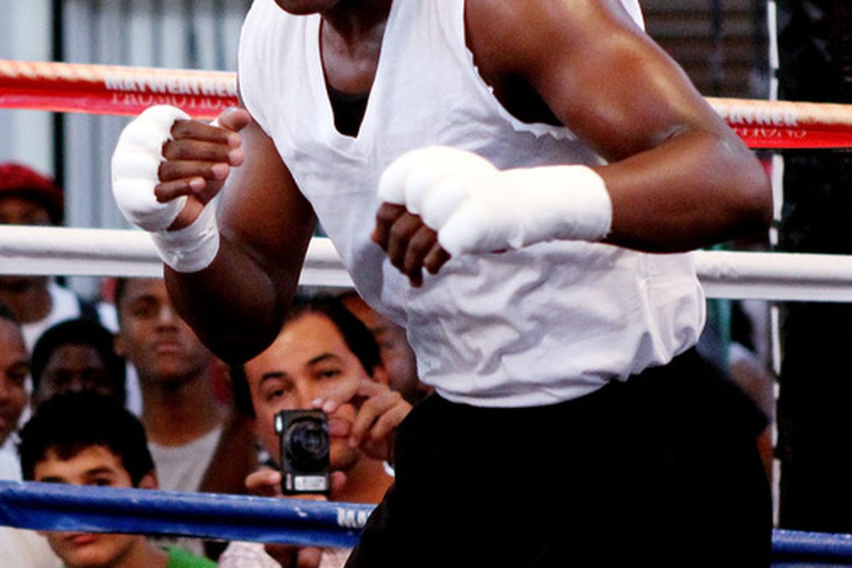 Floyd Mayweather Jr could wind up on the losing end of a default judgment in the defamation lawsuit brought against him by Manny Pacquiao. (Photo by Scott Heavey/Getty Images)