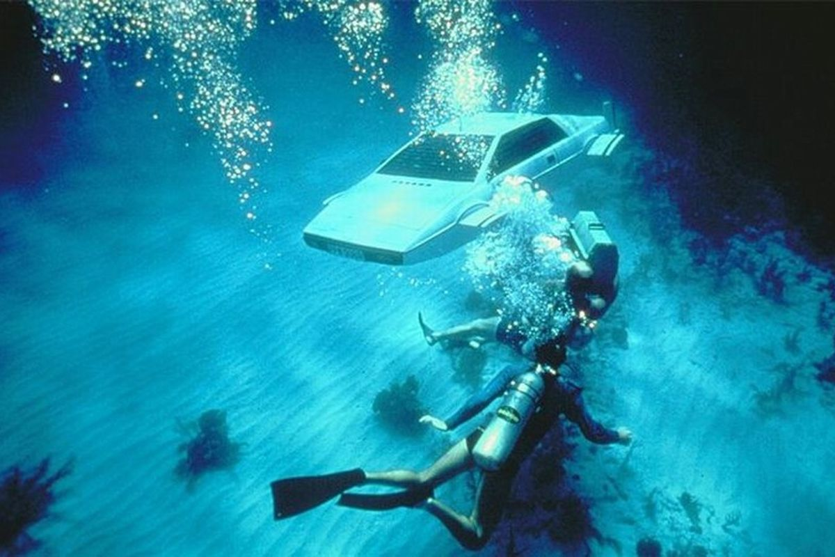 James Bond S Iconic Submarine Car Goes Up For Auction