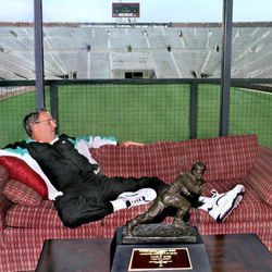 <strong>1993- FSU's Bobby Bowden relaxing at Doak with Charlie Ward's Heisman trophy </strong>