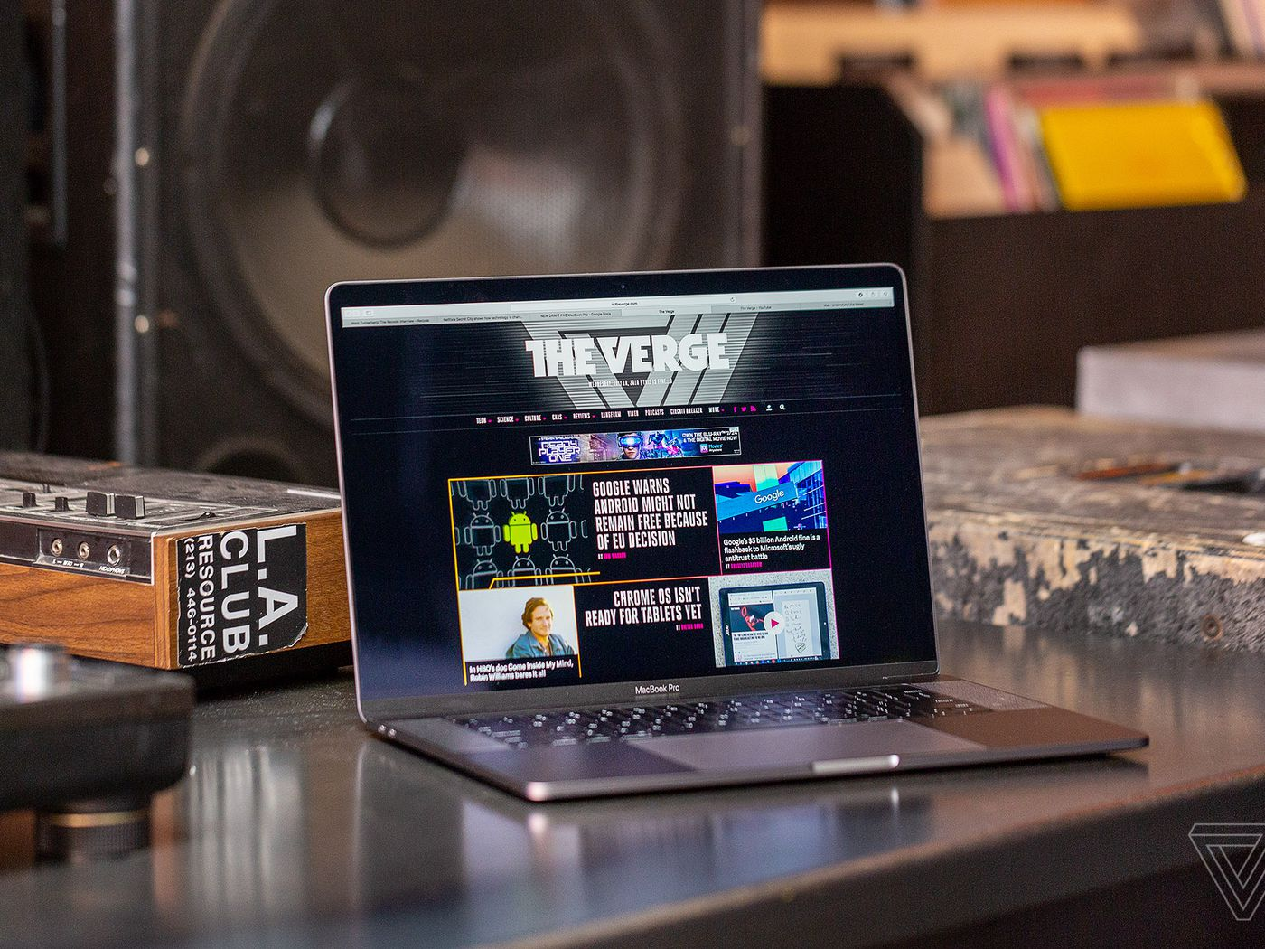 Apple Announces Amd Vega Graphics Options For Macbook Pro The Verge Three Way Switch One Works