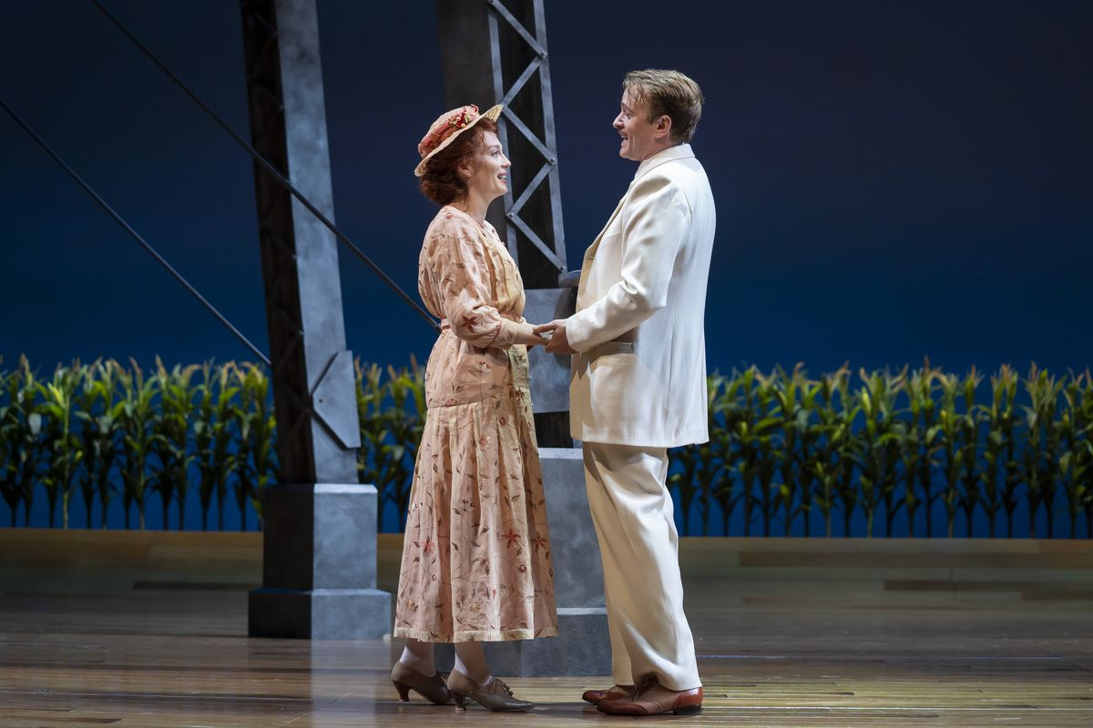"""Monica West(Marian Paroo) andGeoff Packard(Harold Hill) inGoodman Theatre's production of """"The Music Man,""""  directed by Mary Zimmerman."""