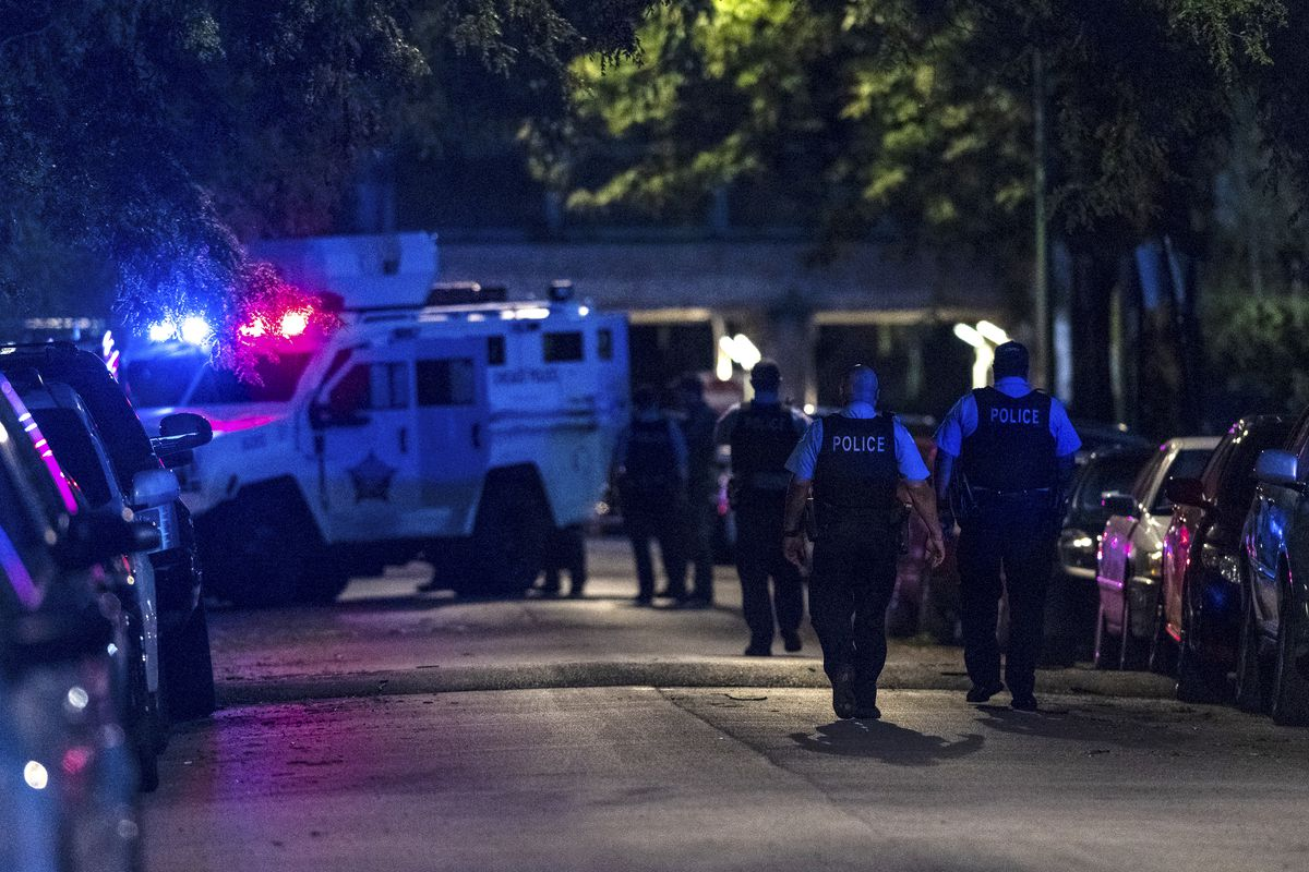 Chicago police and SWAT respond to a standoff in the 1800 block of North Drake Ave. in the Logan Square neighborhood, Thursday, Aug. 13, 2020.