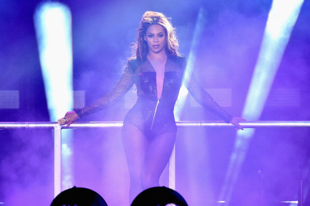 Beyoncé performing on the On the Run tour.