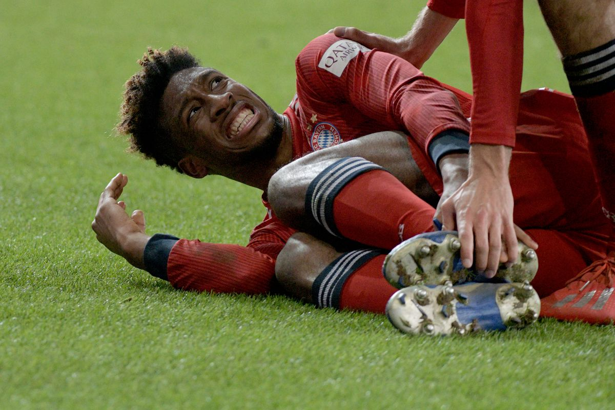 15 February 2019, Bavaria, Augsburg: Soccer: Bundesliga, FC Augsburg - FC Bayern Munich, 22nd matchday in the WWK-Arena. Kingsley Coman from Munich lies on the lawn with a pain distorted face. Shortly before the final whistle he left the field limping with a foot injury. The Bavarians won 2:3.