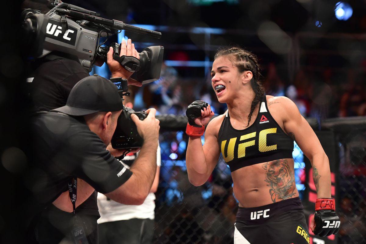They said what?! Pros react to Claudia Gadelhas rear
