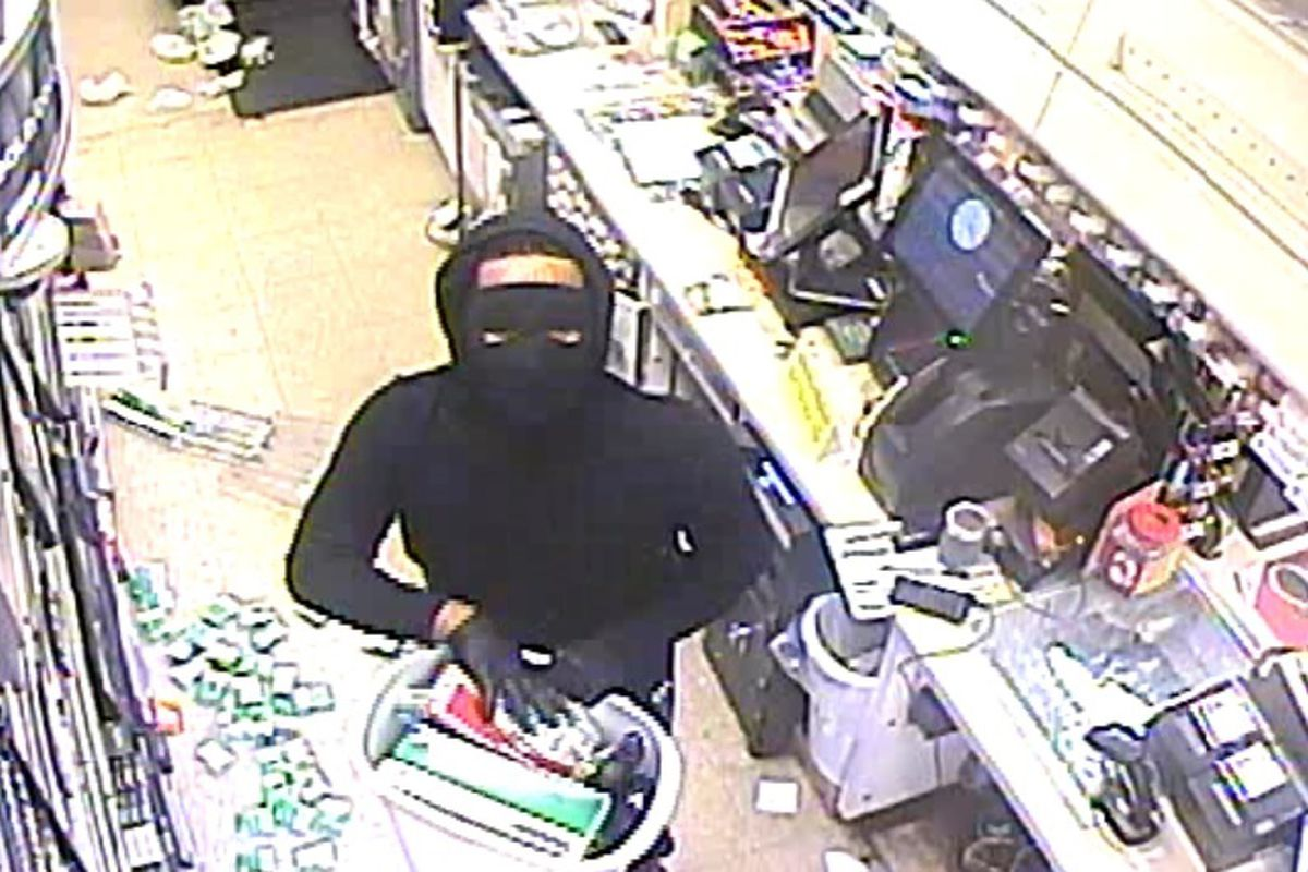 Masked robbers hit gas station in Frankfort Township