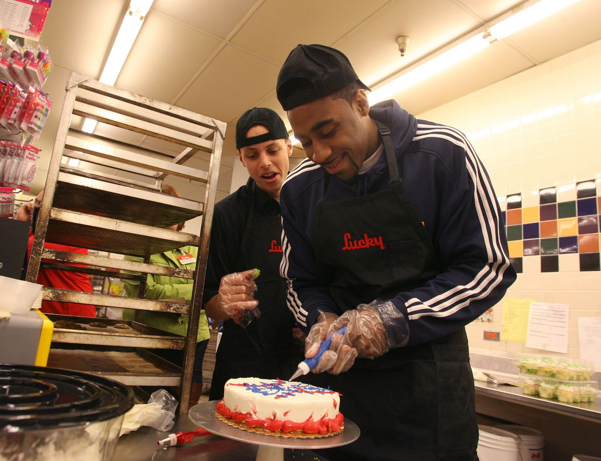 Warriors Great American Bake Sale Presented by Lucky's