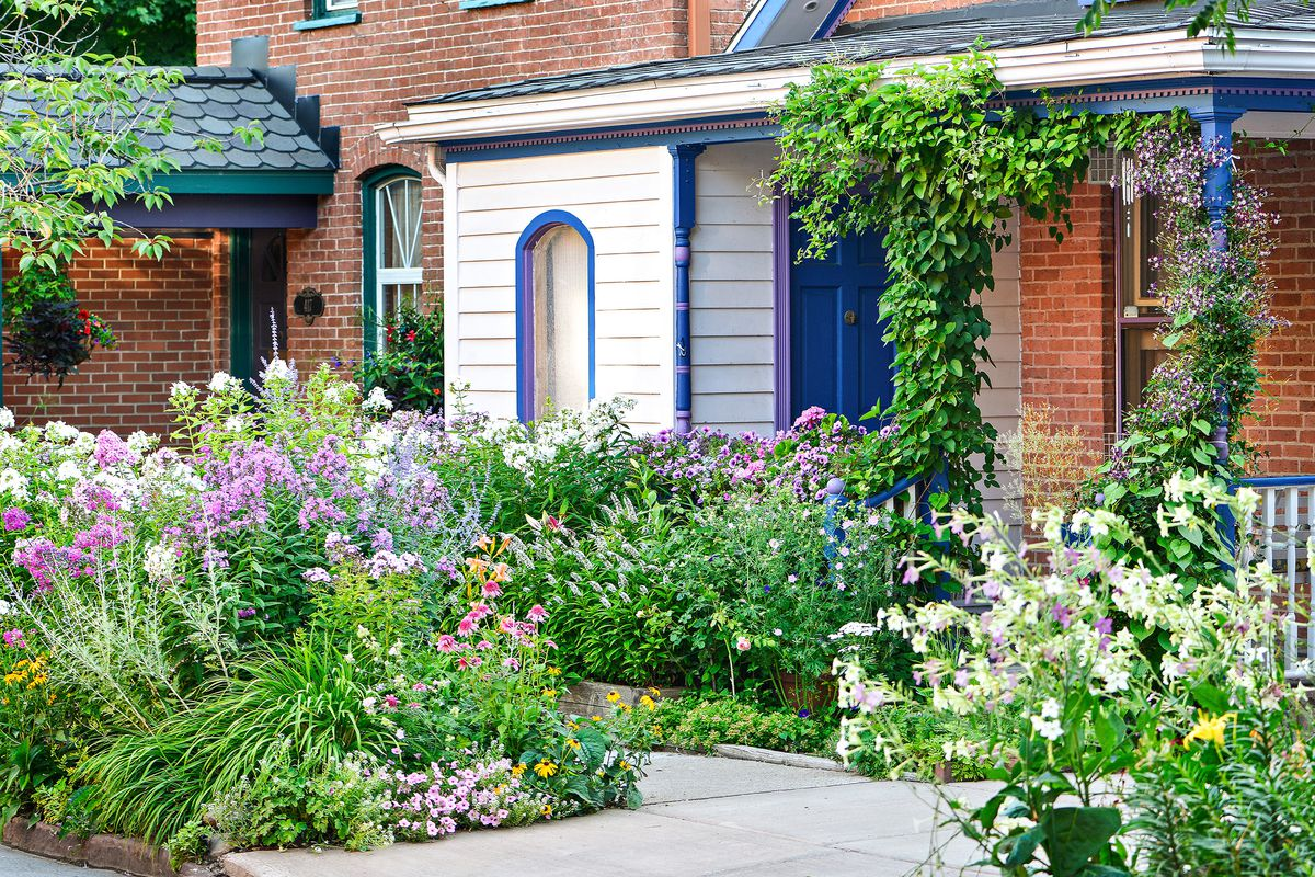 Street Side Gardens Inspirational Lawnless Front Yards This