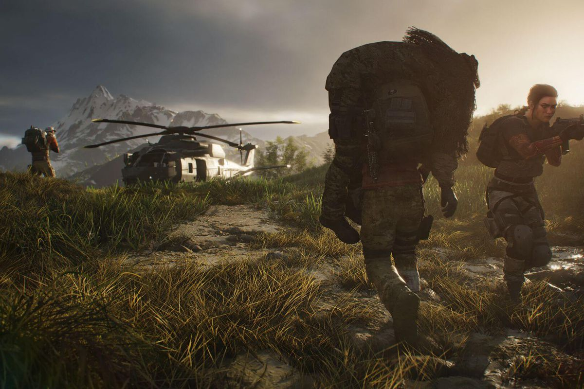 A soldier carries a wounded comrade in a ghillie suit back to a helicopter in Ghost Recon: Breakpoint