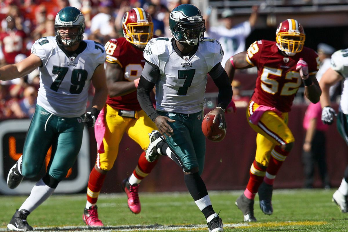LANDOVER, MD - OCTOBER 16: Quarterback Michael Vick #7 of the Philadelphia Eagles scrambles against the Washington Redskins during first half action at FedEx Field on October 16, 2011 in Landover, Maryland.  (Photo by Win McNamee/Getty Images)