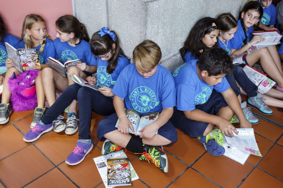 Students reading at the Book Fair International at Miami Dade College Wolfson Campus. (Photo by: Jeffrey Greenberg/UIG via Getty Images)