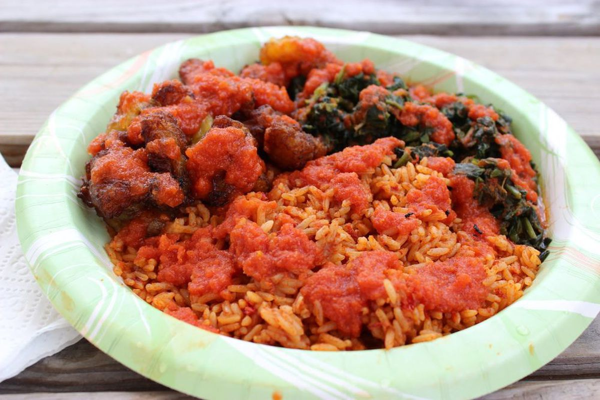 Rice with plantains and tomato stew from Wasota
