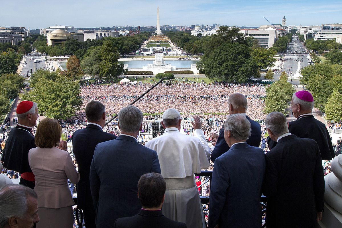 Pope Francis waves to the crowd from the Speakers Balcony at the US Capitol, September 24, 2015, in Washington, DC.