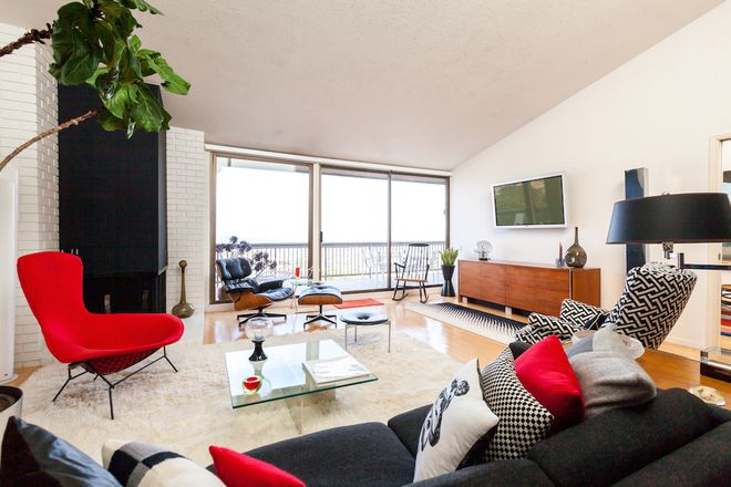 welcome to house calls a recurring feature in which curbed tours lovely offbeat or otherwise awesome homes in the bay area think your space should be - Mad Man Furniture