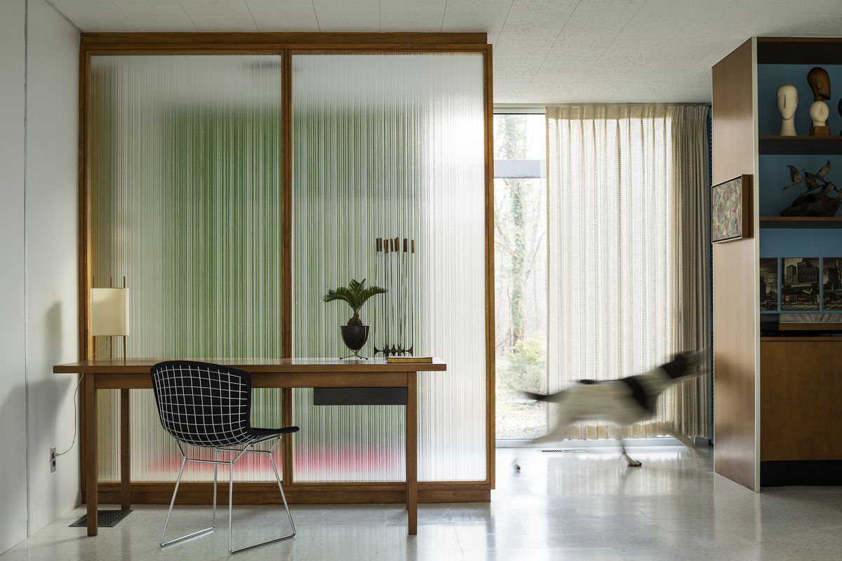 Reeded (rippled) glass screens are set in wood frames. They separate the spaces.