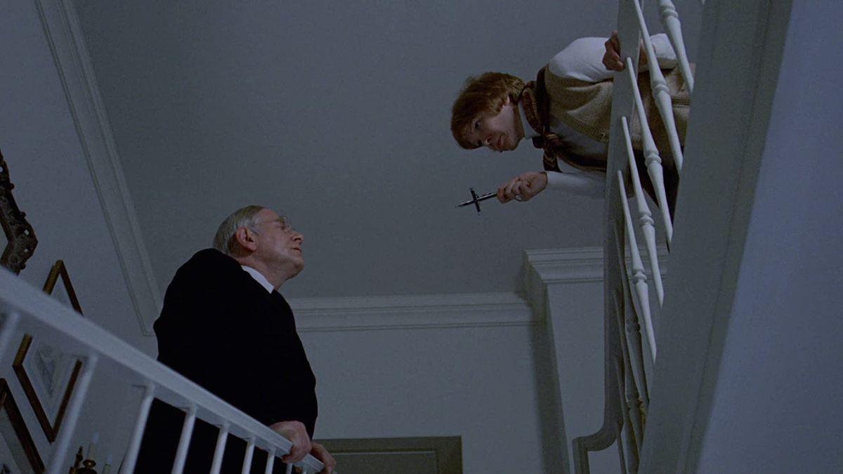 Ellen Burstynbrandishes a crucifix atRudolf Schündlerin a screenshot fromThe Exorcist