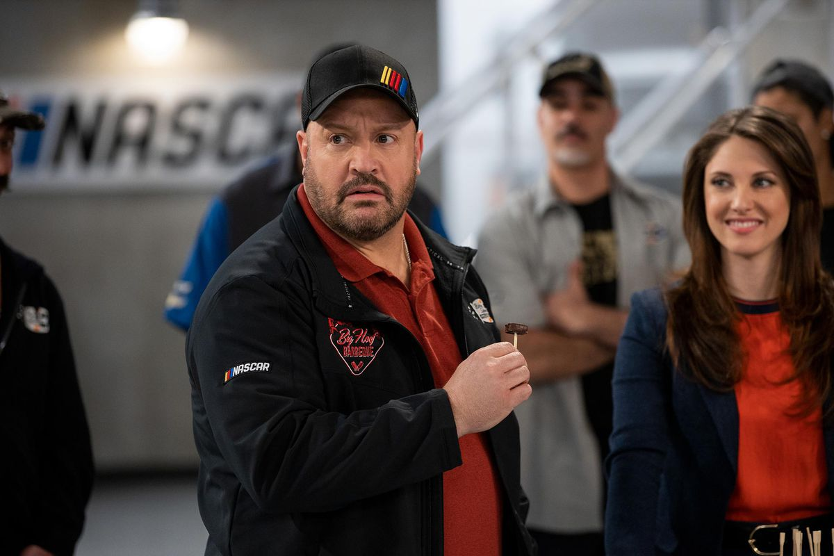 Kevin James as crew chief Kevin Gibson in Jeff Lowell's The Crew