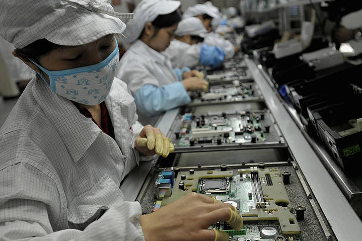 Foxconn quarterly profit falls by 40% due to iPhone X production delays
