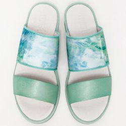 "<b>Miista</b> Isis, <a href=""http://needsupply.com/womens/shoes/isis-sandal.html"">$130</a>"