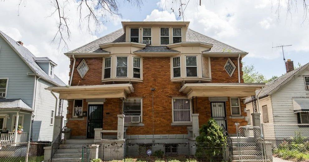 southwest duplex with beautiful woodwork and big potential asks 94 5k curbed detroit. Black Bedroom Furniture Sets. Home Design Ideas