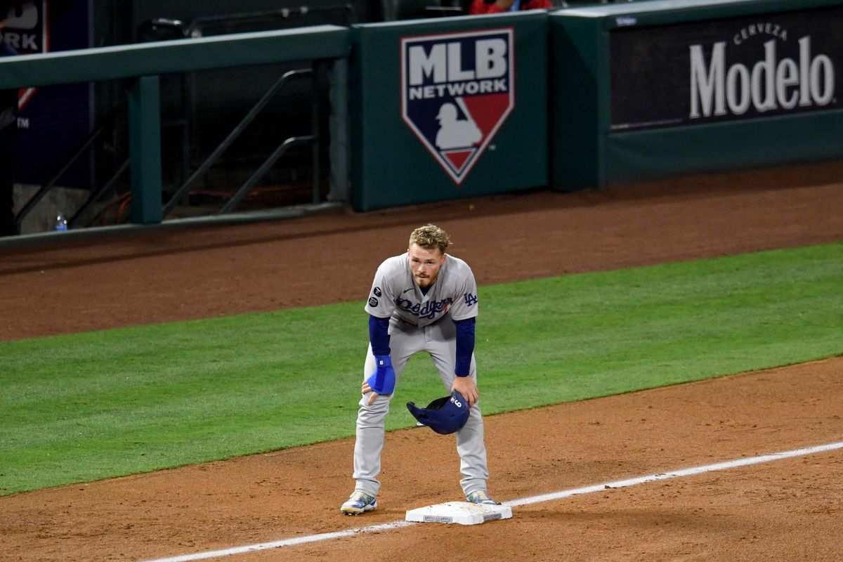 Los Angeles Angels defeated the Los Angeles Dodgers 9-2 during a baseball game.