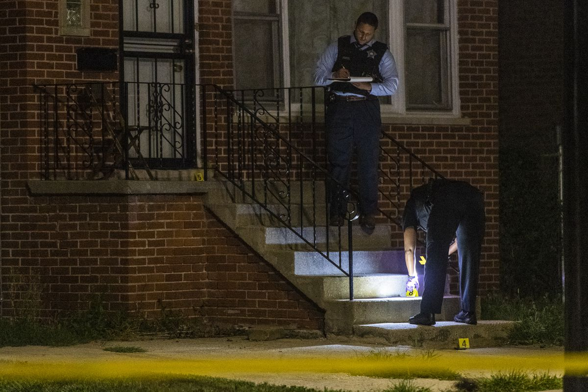 Police investigate the scene where a man was shot Sunday morning in the 11600 block of Vincennes.   Tyler LaRiviere/Sun-Times