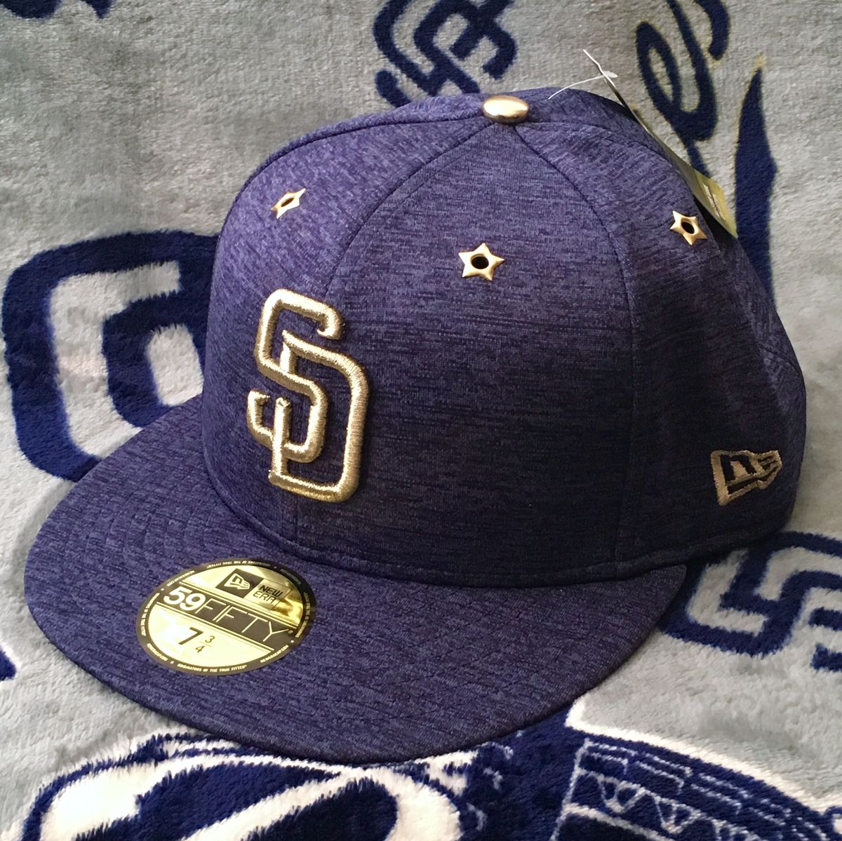 76ffc7dbfd087a ... special cap in the past couple years. This year's look is sort of a  continuation of last year's look when the ASG was held in beautiful Petco  Park.