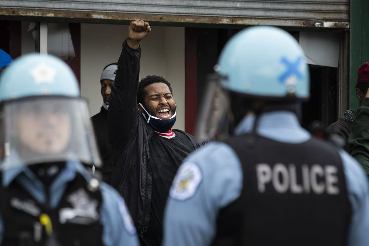 Chicago police officers clash with hundreds of protesters