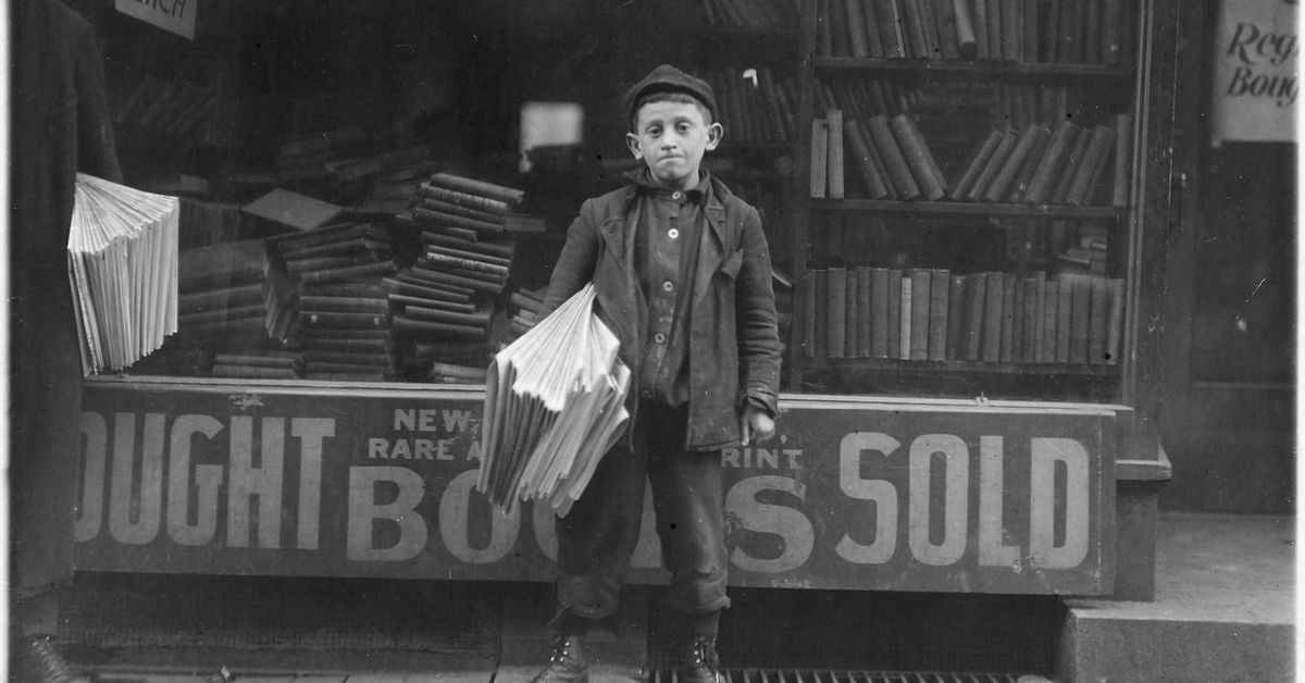 12_year_old_newsboy._hyman_alpert__been_selling_three_years._spends_evenings_in_boys_club._new_haven__conn.___nara___523173