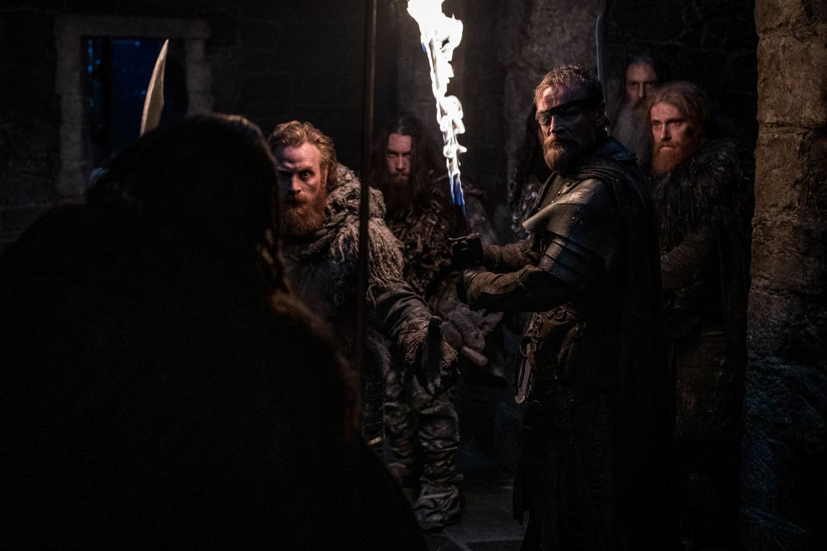 beric, tomund, and wildlings at Last Hearth in game of thrones season 8