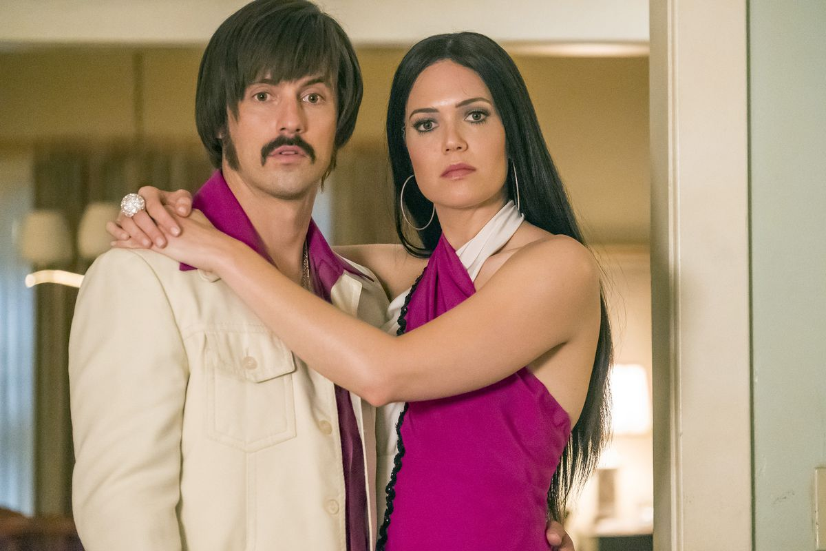 Milo Ventimiglia as Jack (as Sonny) and Mandy Moore as Rebecca (as Cher) in season 2 of This Is Us.