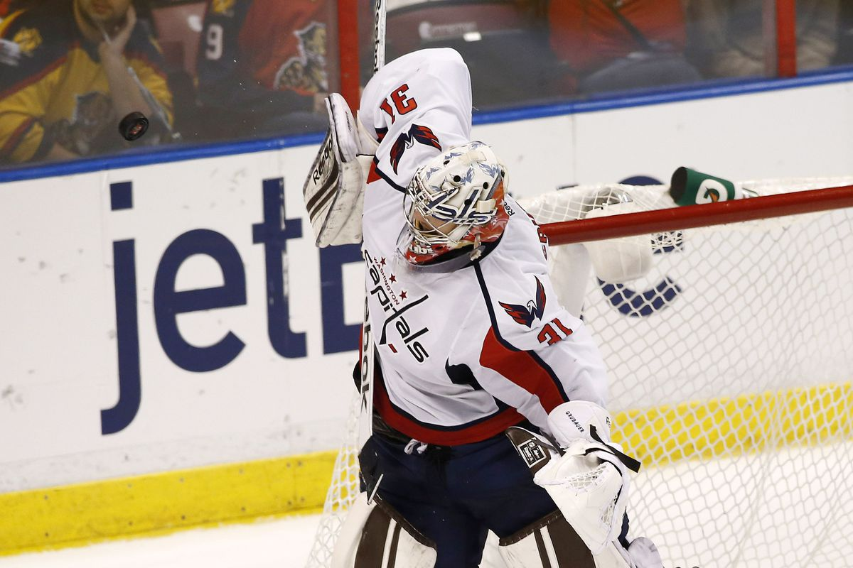 Philipp Grubauer turned aside 26 shots in the Caps win.