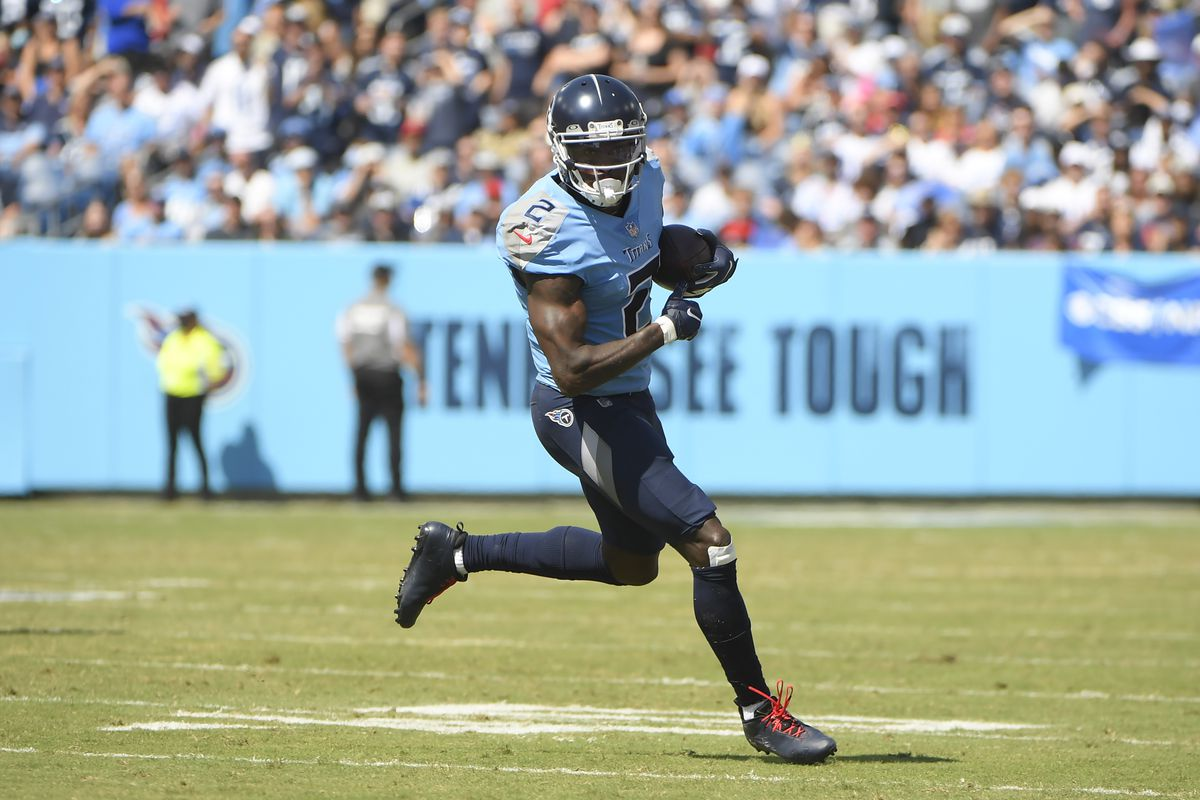 Tennessee Titans wide receiver Julio Jones (2) runs the ball during the first half at Nissan Stadium.