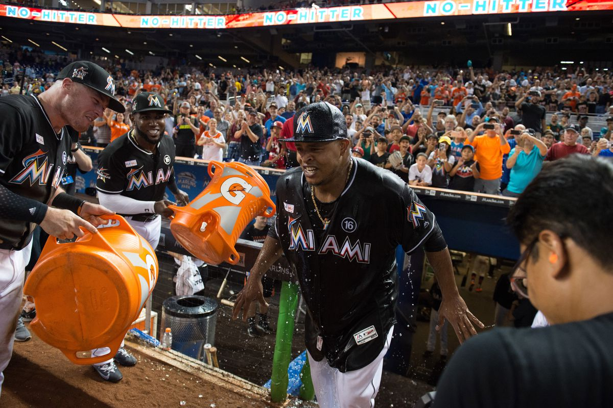 Marlins' Giancarlo Stanton suffers right wrist contusion after HBP