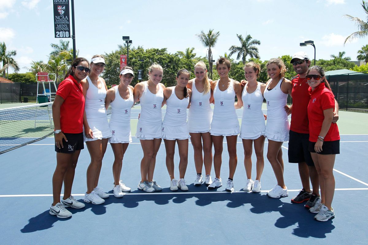 Maria Lopez and the Barry University tennis team
