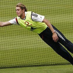 English bowler Stuart Broad stretches for a catch and lands on his side during training for the fifth Ashes Cricket Test between England and Australia at The Oval, in London, on Tuesday. England was given a fright ahead  of the final Ashes Test against Australia when pace bowler Stuart Broad appeared to sustain a rib injury during fielding practice. Broad, after taking a diving catch in his right hand, fell awkwardly on his side. He was then treated on the turf before getting to his feet clutching his ribs.