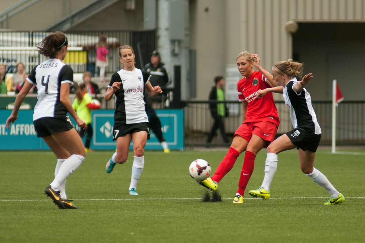 Allie Long could make it three-straight games with a goal against the Flash Friday night in the team's final match of 2015.