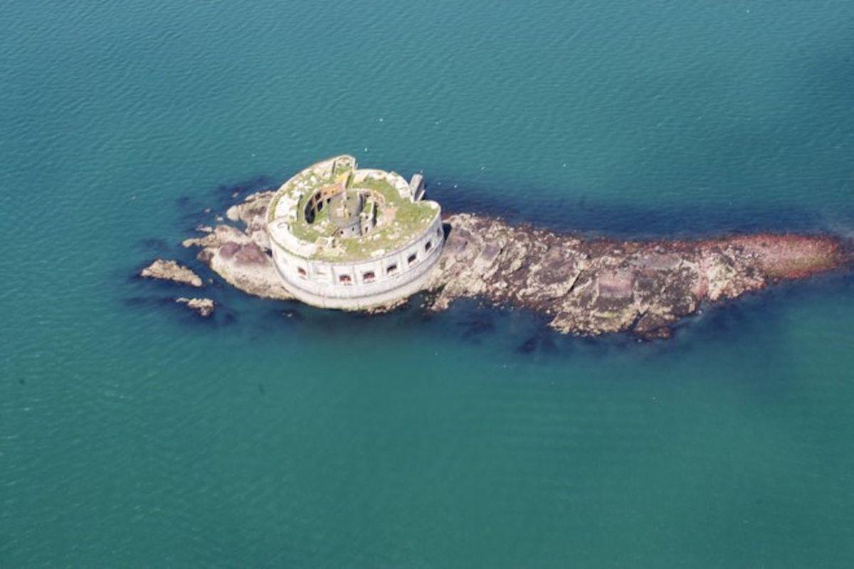 abandoned island fort