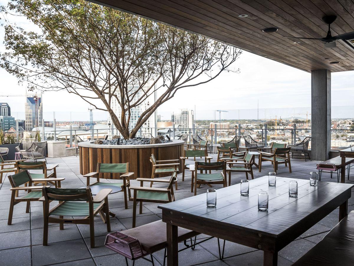 13 nashville restaurants and bars with top shelf patios for Outdoor furniture nashville