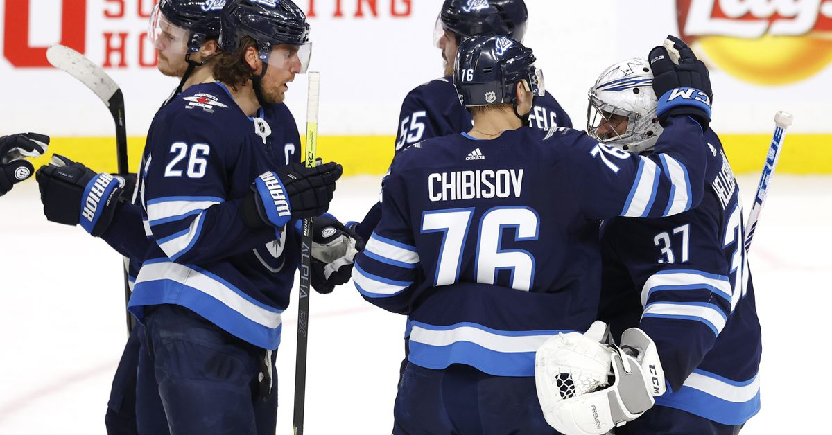 Game Recap: Winnipeg Returns to Form Against the Blackhawks