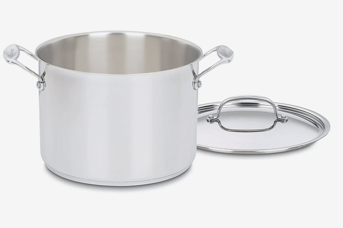An 8 quart stockpot