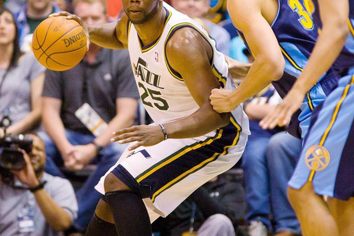 Al Jefferson scored 23 points and grabbed 8 rebounds in Utah's win.