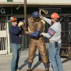 5:16 p.m. The Ernie Banks statue being prepared for lifting -