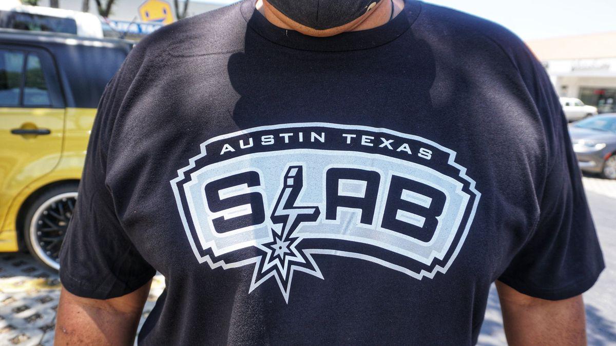Slab BBQ's Spurs-inspired T-shirt